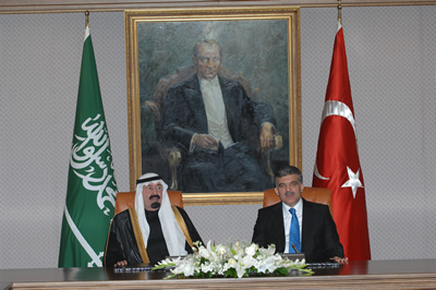 turkey and saudi arabia similarities and differences However, saudi arabia is a majority sunni muslim country, forming about 90% of the population (with a shia minority in the east of the country, compromising about 10%), whilst iraq is similar to iran in a sense that it isa majority shia country (65%), with a large sunni minority existing in the west and far north (35%.